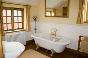 old-fashioned-bathroom_image